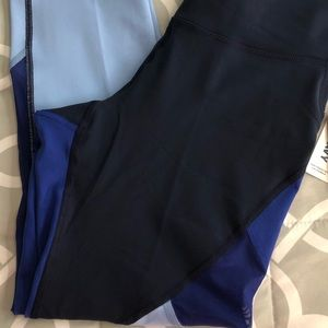 Old Navy Pants - Women's Old Navy Go Dry Crops (Capris) - L Tall